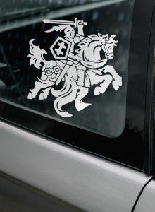 lipdukas vytis ant automobilio